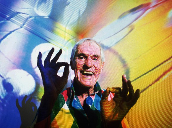 Timothy Leary, the former LSD experimentor turned computerized hallucination designer, is photographed in his Beverly Hills, Ca., home in July 1992 with video images from his show projected over him. (KEYSTONE/AP Photo/Mark Terrill)