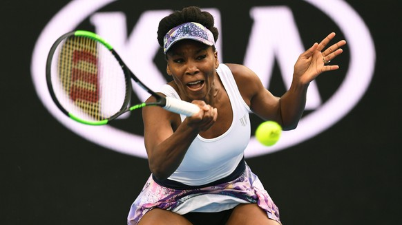 epa05733301 Venus Williams of the United States in action during the Womens Singles match against Ying-Ying Duan of China  in round 3 on day five of the Australian Open, in Melbourne, Australia, 20 January 2017.  EPA/DEAN LEWINS  AUSTRALIA AND NEW ZEALAND OUT