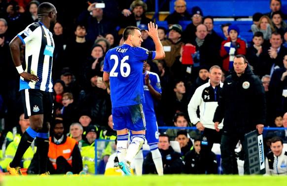 13.02.2016; London; Fussball Premier League - FC Chelsea - Newcastle United; John Terry (Chelsea) wird ausgewechselt (Catherine Ivill/AMA/freshfocus)