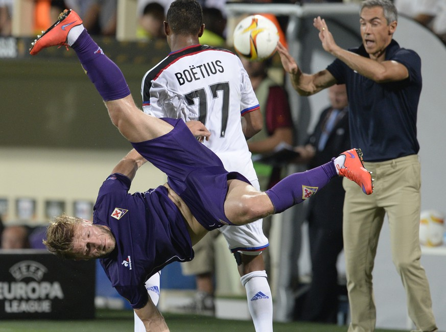 Fiorentina's Jakub Blaszczykowski, Basel's Jean-Paul Boetius, and Fiorentina's Portuguese head coach Paulo Sousa, from left, in action during the UEFA Europa League group I group stage matchday 1 soccer match between Italy's ACF Fiorentina and Switzerland's FC Basel 1893 at the Artemio Franchi stadium in Florence, Italy, on Thursday, September 17, 2015. (KEYSTONE/Georgios Kefalas)