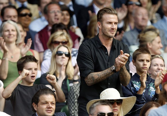 Britain Tennis - Wimbledon - All England Lawn Tennis & Croquet Club, Wimbledon, England - 6/7/16 David Beckham with his sons Romeo and Cruz applaud in the stands on centre court as Switzerland's Roger Federer defeats Croatia's Marin Cilic REUTERS/Paul Childs