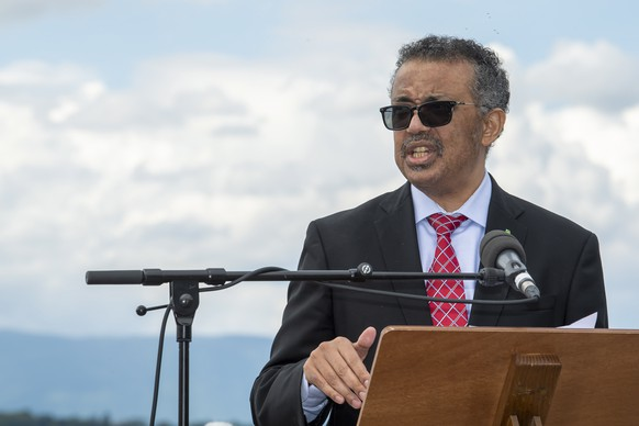 epa08479591 Tedros Adhanom Ghebreyesus, Director-General of the World Health Organization (WHO) speaks during the relaunch ceremony of the 'Le Jet d'Eau' water fountain, after being stopped during the Covid-19 coronavirus health crisis, in Geneva, Switzerland, 11 June 2020. The famous water fountain 'Le Jet d'Eau' is reopened for the public on 11 June  EPA/MARTIAL TREZZINI