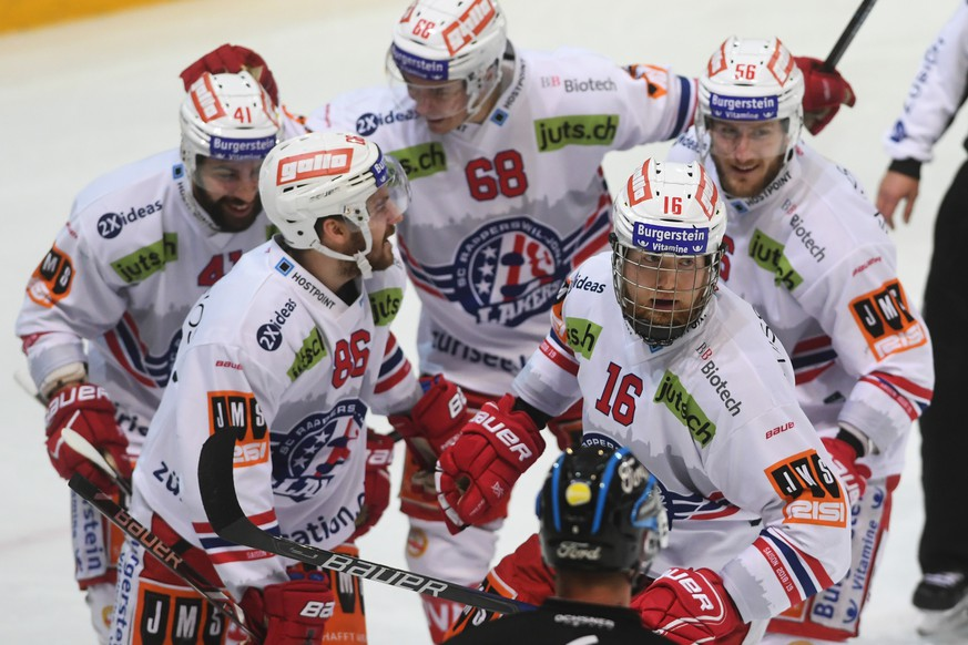 Rapperswil's player Martin Ness, right, celebrate with team mate 0-1 goal, during the regular season game of the National League Swiss Championship 2018/19 between HC Lugano and SC Rapperswil-Jona Lakers, at the ice stadium Corner Arena, Switzerland, Saturday, February 23, 2019. (KEYSTONE/Ti-Press/Alessandro Crinari)