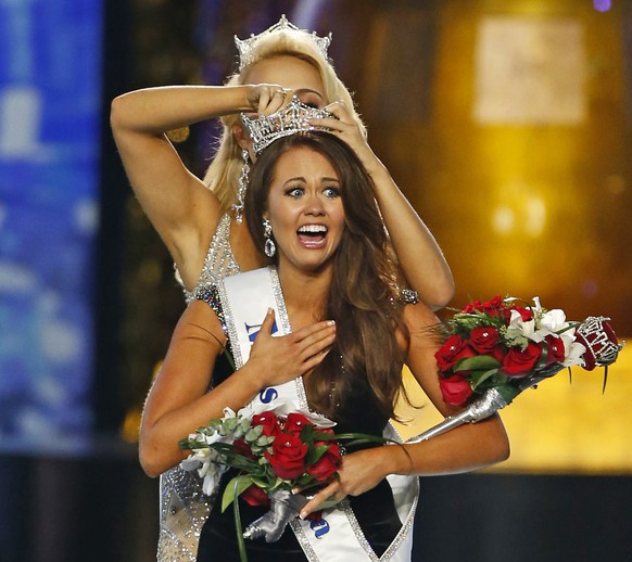 FILE – In this Sept. 10, 2017, file photo, Miss North Dakota Cara Mund reacts after being named Miss America during the Miss America 2018 pageant in Atlantic City, N.J. In a letter sent to former Miss Americas on Friday, Aug. 17, 2018, Mund says she has been bullied, manipulated and silenced by the pageant's current leadership, including chairwoman Gretchen Carlson. (AP Photo/Noah K. Murray, File)