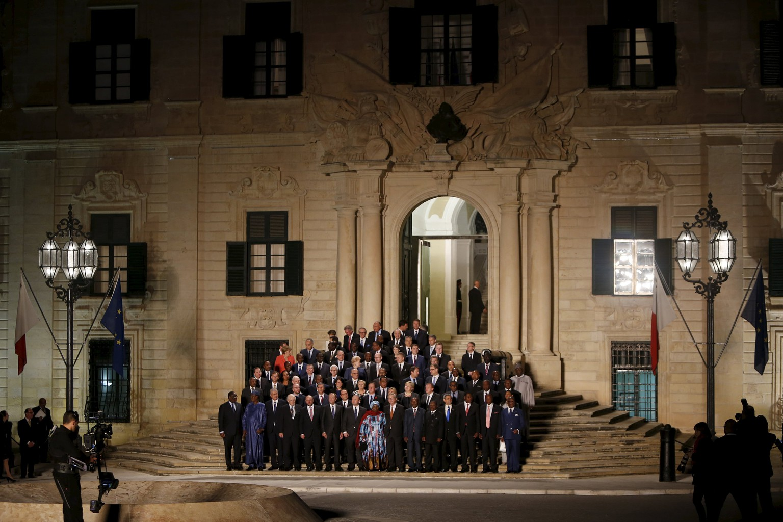 Leaders of the European Union and their African counterparts gather on the steps of the Auberge de Castille, the office of Malta's Prime Minister Joseph Muscat, for the opening ceremony of the Valletta Summit on Migration in Valletta, Malta, November 11, 2015. Leaders of the European Union met African counterparts on Malta on Wednesday, hoping pledges of cash and other aid can slow the flow of migrants crossing the Mediterranean from the world's poorest continent to wealthy Europe. REUTERS/Darrin Zammit Lupi MALTA OUT. NO COMMERCIAL OR EDITORIAL SALES IN MALTA.
