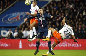 epa04536241 Zlatan Ibrahimovic (C) of Paris Saint Germain vies for the ball with Vitorino Hilton (L) and Abdelhamid El Kaoutari (R) of Montpellier during the French Ligue 1 soccer match between Paris Saint-Germain (PSG) and Montpellier at Parc des Princes stadium in Paris, France, 20 December 2014.  EPA/YOAN VALAT