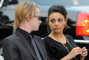 epa01847096 In this handout photo provided by Harrison Funk/The Jackson Family, US actor Macaulay Culkin (L) and actress Mila Kunis (R) attend Michael Jackson's funeral service held at Glendale Forest Lawn Memorial Park in Glendale, California, USA, 03 September 2009. Jackson, 50, the king of pop, died at UCLA Medical Center after going into cardiac arrest at his rented home on 25 June 2009 in Los Angeles, California, USA.  EPA/HARRISON FUNK / THE JACKSON FAMILY / HANDOUT  EDITORIAL USE ONLY/NO SALES