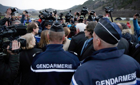 epa04677551 German Foreign Affairs Minister Frank-Walter Steinmeier, German Transport Minister Alexander Dobrindt and French Environment Minister Segolene Royal  visit the situation centre, close to the crash site of the Germanwings aircraft, near Seyne Les Alpes, France, 24 March 2015. Germanwings Flight 4U 9525 from Barcelona to Duesseldorf crashed over the Southern Alps in France with 144 passengers and six crew on board, German air traffic control said 24 March.  EPA/Thomas Koehler/Photothek HANDOUT ATTENTION EDITORS: MANDATORYCREDITS ANDMENTIONINGOFTHESOURCE:'Photo:Thomas Koehler/photothek.net/Auswärtiges Amt/dpa  EDITORIAL USE ONLY/NO SALES  EDITORIAL USE ONLY/NO SALES  EDITORIAL USE ONLY/NO SALES  EDITORIAL USE ONLY/NO SALES
