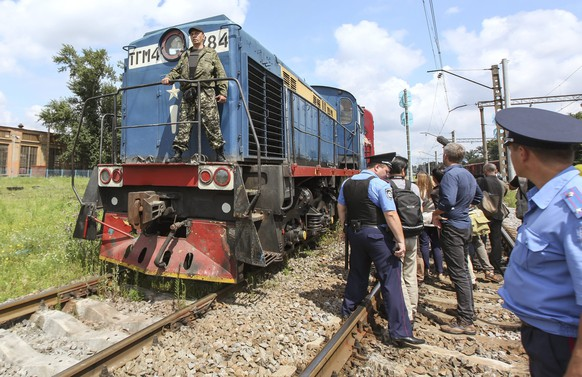 epa04325992 The train with refrigerated wagons carrying the victims of Boeing 777 Malaysia Airlines flight MH17 arrives to the eastern Ukrainian city of Kharkiv, Ukraine, 22 July 2014. The victims' remains of flight MH17 which crashed when crossing the eastern Ukraine region, are to be taken to a laboratory in Kharkiv, more than 250 kilometers north of the crash site and far from rebel-held territory. Senior OSCE members and Dutch forensic specialists were allowed by separatists to check the bodies after being loaded into the refrigerated wagons. The Malaysia Airlines Boeing 777 with more than 280 passengers on board had crashed on 17 July between the city of Donetsk and the Russian border, an area that has seen heavy fighting between separatists and Ukrainian government forces.  EPA/SERGEI KOZLOV