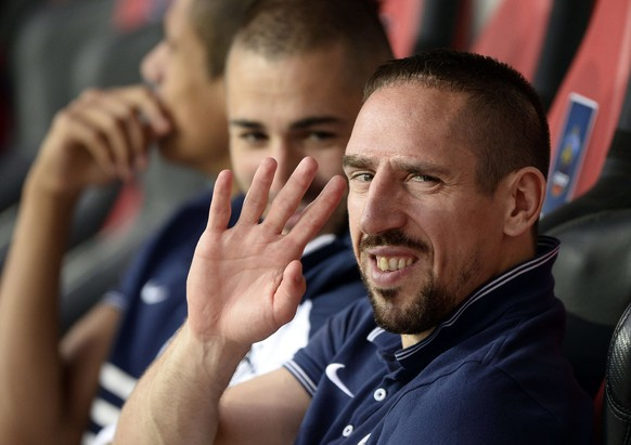 France's forward Franck Ribery (R) gestures on the bench prior to the friendly football match between France and Paraguay on June 1, 2014, at the Allianz Riviera Stadium in Nice, southern France, ahead of the 2014 FIFA World Cup football tournament. Ribery suffers from a back injury and will not play the friendly against Paraguay.  AFP PHOTO / FRANCK FIFE