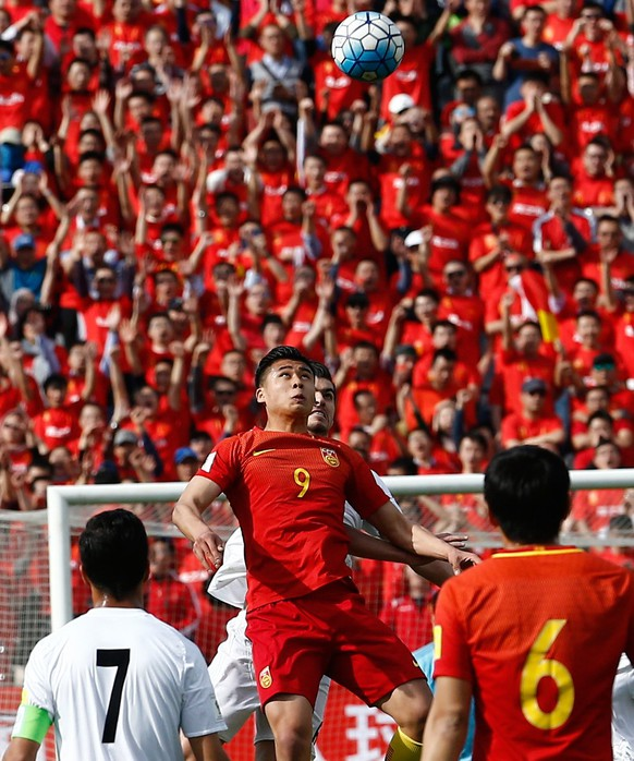 epa05875173 Iran's Saeid Ezatollahi (C, rear) in action against China's Zhan Yuning (C, front) during the FIFA World Cup 2018 qualification soccer match between Iran and China at the Azadi stadium in Tehran, Iran, 28 March 2017.  EPA/ABEDIN TAHERKENAREH