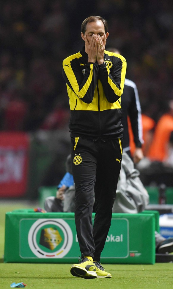 epa05322131 Dortmund's coach Thomas Tuchel  in action during the German DFB Cup final soccer match between Bayern Munich and Borussia Dortmund at the Olympic Stadium in Berlin, Germany, 21 May 2016. 