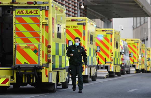 epa09009142 Ambulance staff outside the Royal London hospital in London, Britain, 13 February 2021. Britain's National health service (NHS) has been under sever pressure even as Covid-19 hospital admissions continue to fall across the UK.  EPA/ANDY RAIN