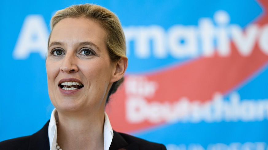 epa06802478 The co-chairs of the parliamentary group of the right-wing 'Alternative for Germany' (AfD) party Alice Weidel during a media statement prior the beginning of an AfD parliamentary group meeting in Berlin, Germany, 12 June 2018. Party members of the right-wing party gather for their faction meeting on a regular basis.  EPA/CLEMENS BILAN