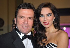 epa02561436 A picture made available on 02 February 2011 shows Lothar Matthaeus and his then wife Liliana as they arrive at the 28th German Sports Press Ball in Frankfurt Main, Germany, 07 November 2009. Lothar Matthaeus (49) and Liliana (23) are divorced. On 02 February 2011, the couple consensually got divorced according to statements of Matthaeus' adviser Vogel given to the German Press Agency (dpa).  EPA/UWE ANSPACH