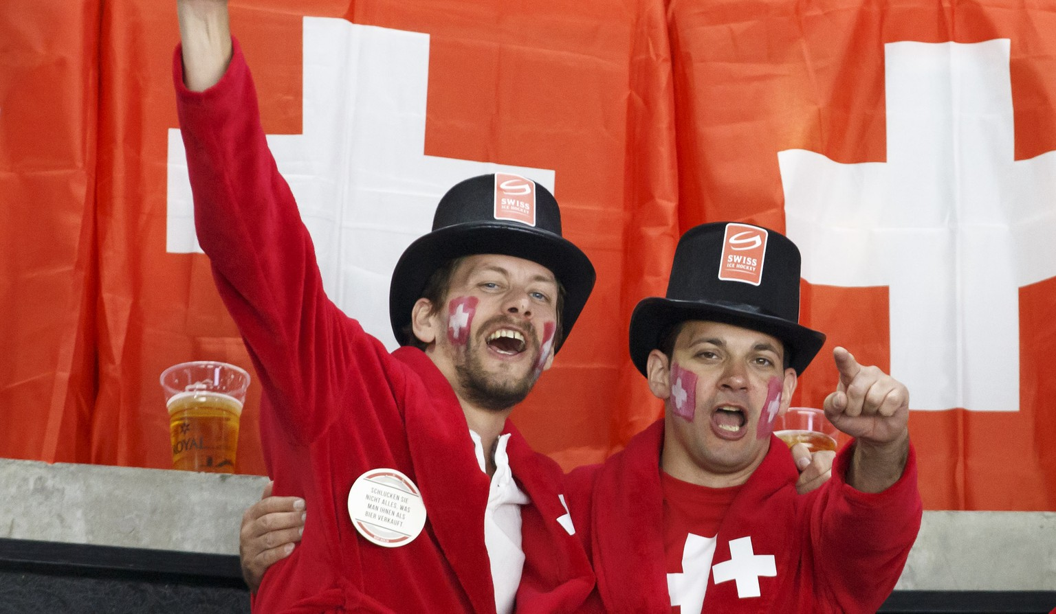 Switzerland's supporters cheer their team, during the IIHF 2018 World Championship preliminary round game between Switzerland and France, at the Royal Arena, in Copenhagen, Denmark, Tuesday, May 15, 2018. (KEYSTONE/Salvatore Di Nolfi)