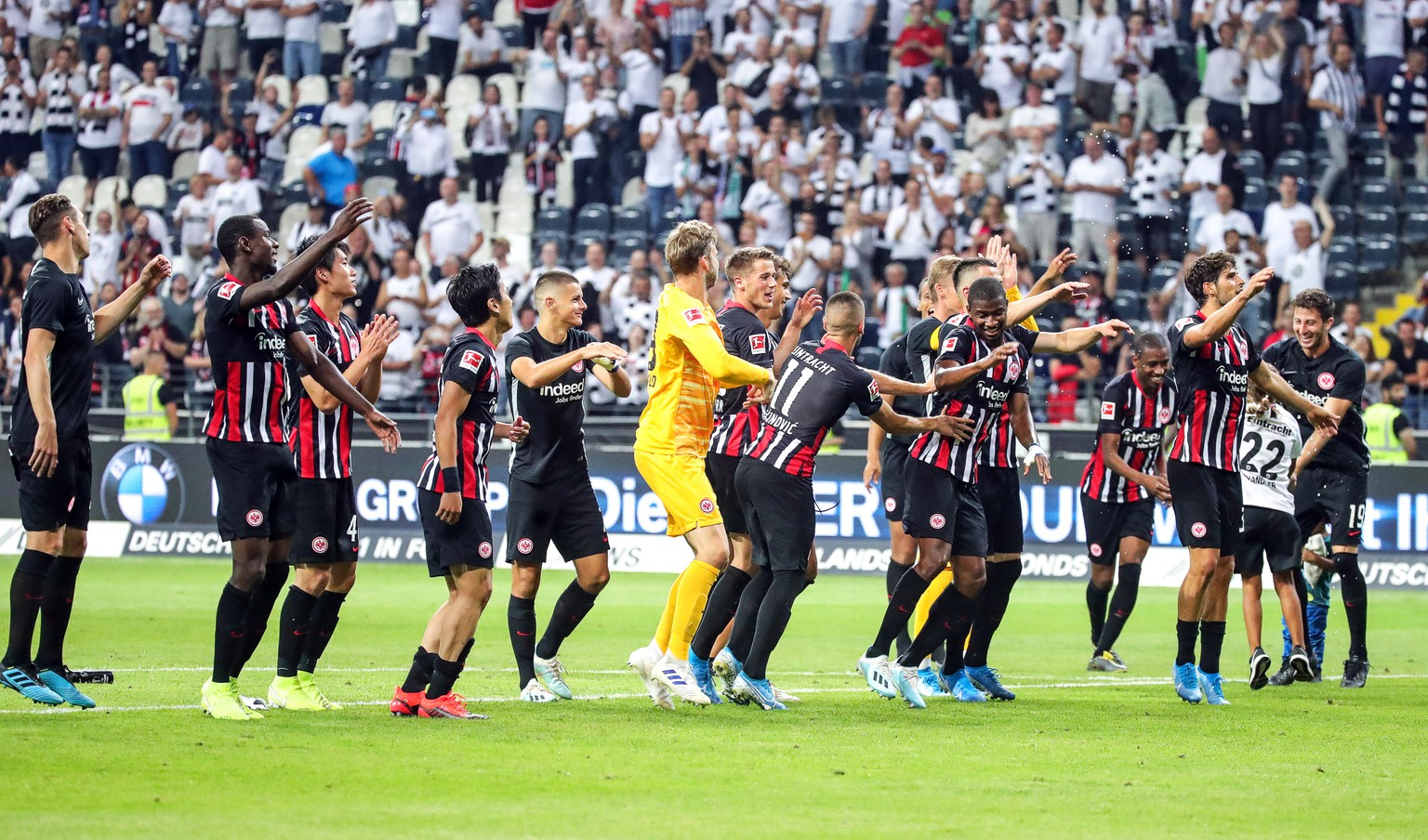 epa07752550 Eintracht Frankfurt players celebrate after the UEFA Europa League second qualifying round, second leg soccer match between Eintracht Frankfurt and FC Flora Tallinn in Frankfurt Main, Germany, 01 August 2019.  EPA/ARMANDO BABANI