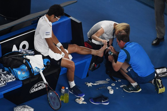 epa06475086 Hyeon Chung of South Korea receives treatment as he plays Roger Federer of Switzerland during the mens semifinal on day twelve of the Australian Open tennis tournament, in Melbourne, Australia, Friday, January 26, 2018.  EPA/DEAN LEWINS