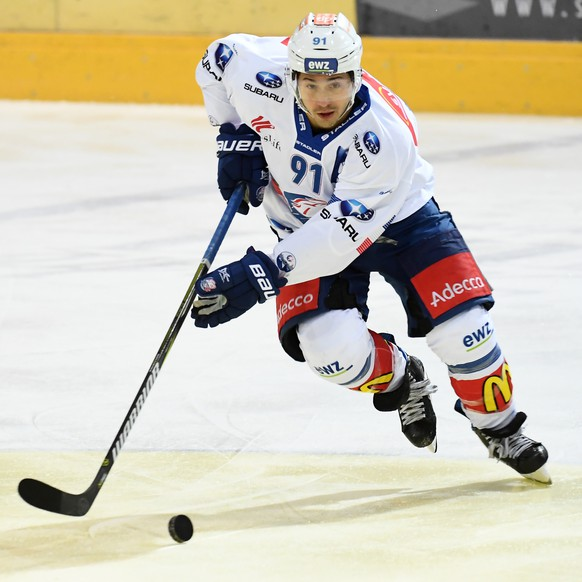 Zurich's player Inti Pestoni in action during the preliminary round game of National League Swiss Championship 2017/18 between HC Ambri Piotta and ZSC Lions, at the ice stadium Valascia in Ambri, Switzerland, Saturday, December 2, 2017. (KEYSTONE/Ti-Press/Gabriele Putzu)