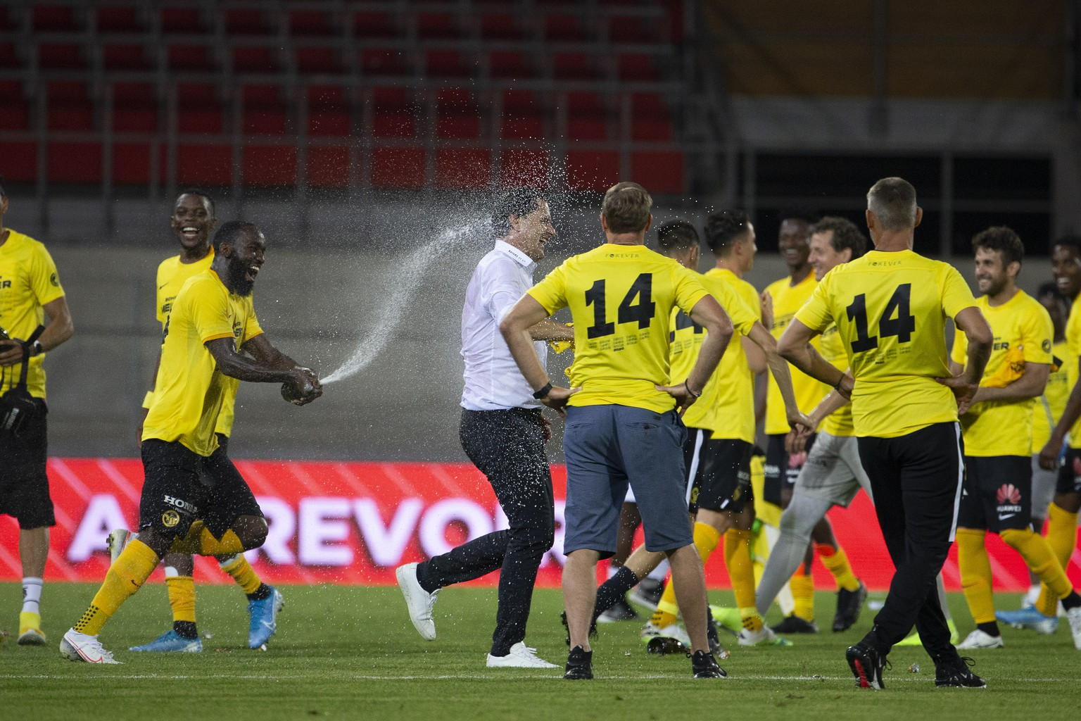 Young Boys' players celebrate title as Swiss champion with of sparkling wine, after the Super League soccer match between FC Sion and BSC Young Boys, at the Stade de Tourbillon stadium, in Sion, Switzerland, Friday, July 31, 2020. All Super League soccer matches of Swiss Championship are played to behind the semi closed doors (only 1000 persons can be present in the stadium) due to preventive measure against a second wave of the coronavirus COVID-19. (KEYSTONE/Salvatore Di Nolfi)