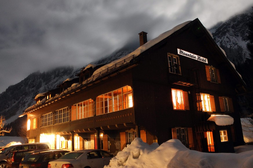 epa04643336 Exterior view on the Mountain Hostel hotel in Oberstdorf, Germany, early 01 March 2015. A 23-year-old attempted to murder three relatives with a machete at this hotel and in a nearby hostel.  EPA/BENJAMIN LISS