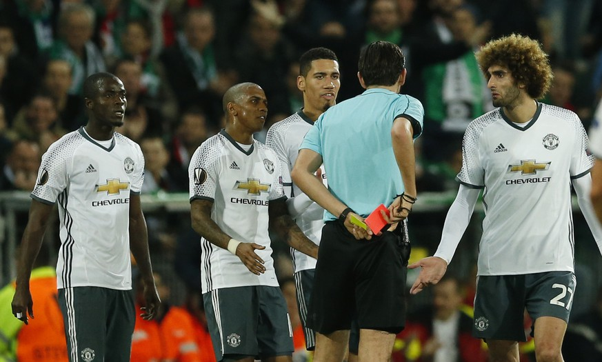Soccer Football - Saint-Etienne v Manchester United - UEFA Europa League Round of 32 Second Leg - Stade Geoffroy-Guichard, Saint-Etienne, France - 22/2/17 Manchester United's Eric Bailly is sent off by referee Deniz Aytekin Action Images via Reuters / Andrew Boyers Livepic