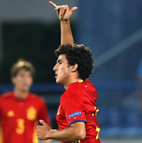 epa05975140 Spanish soccer player Mateu Morey celebrates scoring the equalizer during the UEFA Under-17 European Championship final between Spain and England in Varazdin, Croatia, 19 May 2017.  EPA/ANTONIO BAT