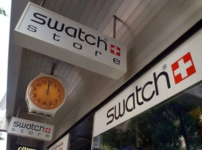 epa04056383 (FILE) A file photo dated 21 August 2002 showing a Swatch store in central Zurich,Switzerland. Swatch, the worlds biggest watchmaker, reports 05 February 2014 it increased its profits by 20 per cent to 1.93 billion Swiss francs (2.13 billion dollars) last year on the back of strong sales and an expanded distribution network. Swatch shares rose 3.66 per cent on the SIX Swiss Exchange in Zurich, the biggest gain among companies listed there. Revenue rose 8 per cent to 8.8 billion francs, the company reported from its headquarters in the Swiss town of Biel/Bienne, led by Swatch's core watchmaking and jewellery branches. Swatch acquired US jewellery maker Harry Winston last year, as well as Dubai-based luxury goods distributor Rivoli.  EPA/EDDY RISCH *** Local Caption *** 99276813