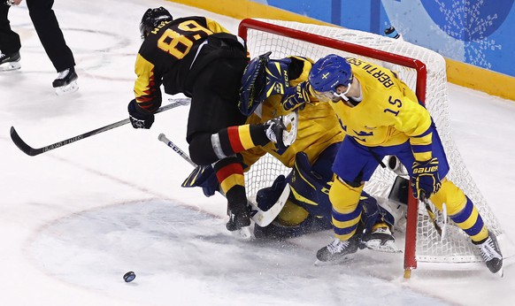 epa06533040 Goalie Jhonas Enroth (C) and Simon Bertilsson (R) of Sweden collide with David Wolf (L) of Germany during their preliminary round match inside the Kwandong Hockey Centre at the PyeongChang Winter Olympic Games 2018, in Gangneung, South Korea, 16 February 2018. The PyeongChang 2018 Winter Olympic Games, will run from 09 to 25 February 2018.  EPA/LARRY W. SMITH