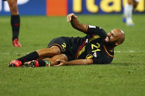 Belgium's Anthony Vanden Borre calls for a assistance during the 2014 World Cup Group H soccer match against South Korea at the Corinthians arena in Sao Paulo June 26, 2014. REUTERS/Paul Hanna (BRAZIL  - Tags: SOCCER SPORT WORLD CUP)