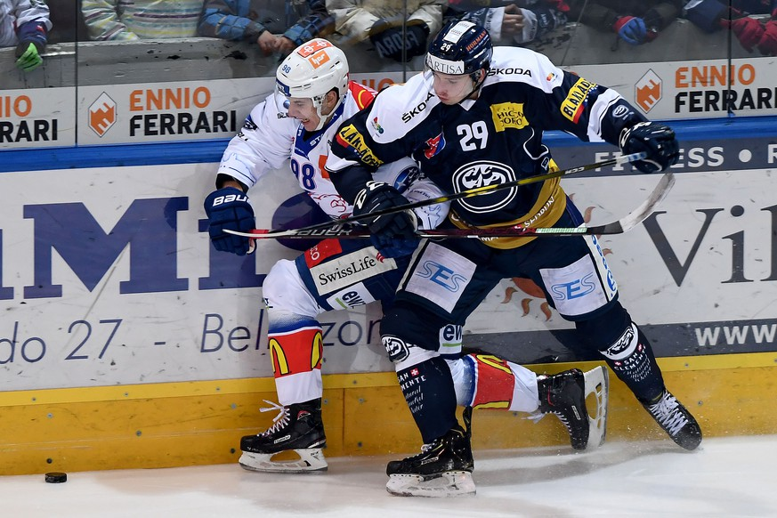 Ambri's player Michael Fora right, figh for the puck with Zsc'player Marco Miranda left, during the preliminary round game of National League A (NLA) Swiss Championship 2018/19 between HC Ambri Piotta and ZSC Lions, at the ice Stadium Valascia in Ambri, Switzerland, Saturday, January 26, 2019. (KEYSTONE/Ti-Press/Samuel Golay)