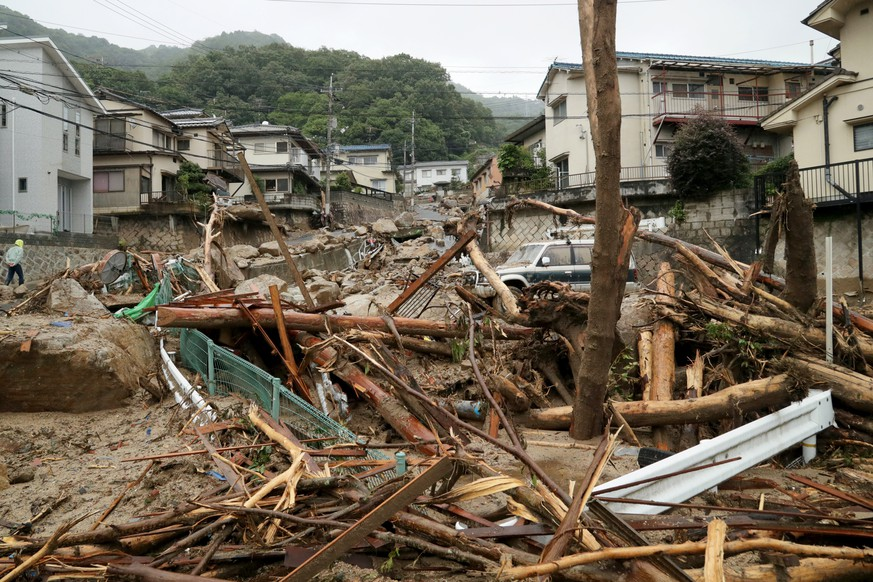 epa06873708 Flood by heavy rain damage a residential district in Hiroshima, Hiroshima Prefecture, western Japan, 08 July 2018. Heavy rainfall killed 81 people and missing 58 people at least in southwestern and western Japan, public television reported on 08 July 2018. Japan Meteorological Agency has warned record rainfall on 06 July for flooding, mudslides in southwestern and western Japan through 08 July and issued emergency weather warnings to six prefectures. In nine prefectures in western and southwestern Japan,  authorities issued evacuation orders to more than for million of people in southwestern and western Japan.  EPA/JIJI PRESS JAPAN OUT  EDITORIAL USE ONLY/NO SALES