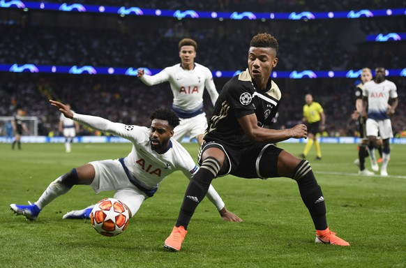epa07538967 David Neres of Ajax Amsterdam (R) and Danny Rose of Tottenham Hotspurs (L) in action during the UEFA Champions League semi-final first leg soccer match between Tottenham Hotspur and Ajax Amsterdam at the Tottenham Hotspur Stadium in London, Britain, 30 April 2019.  EPA/WILL OLIVER