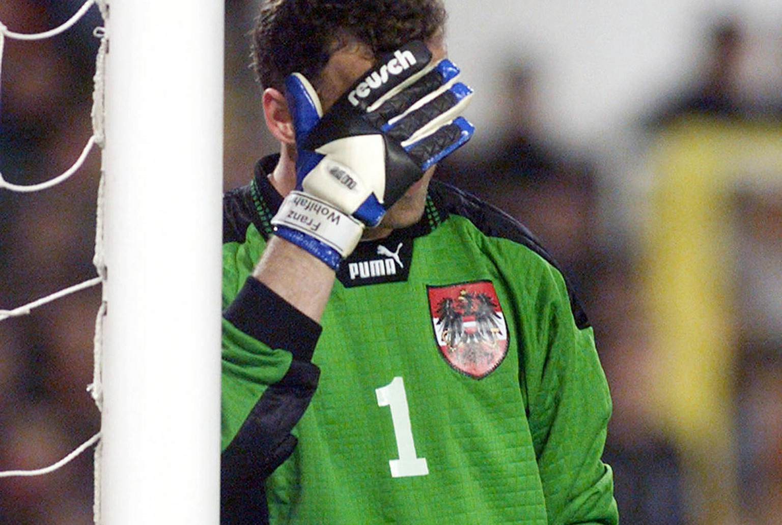 Austrian goalkeeper Franz Wohlfahrt covers his face in dejection during the 2000 European Championship qualifying soccer match Spain vs Austria, Saturday, March 27, 1999, at the Louis Casanova stadium in Valencia, Spain. The Austrian team was beaten by the Spanish with the high score of 0-9.    (KEYSTONE/AP Photo/Rudi Blaha)   === DIGITAL IMAGE ===