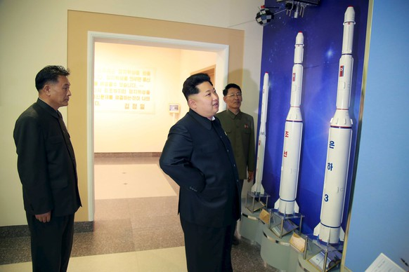 North Korean leader Kim Jong Un (C) provides field guidance at the newly built National Space Development General Satellite Control and Command Centre in this undated photo released by North Korea's Korean Central News Agency (KCNA) in Pyongyang May 3, 2015.    REUTERS/KCNA ATTENTION EDITORS - THIS PICTURE WAS PROVIDED BY A THIRD PARTY. REUTERS IS UNABLE TO INDEPENDENTLY VERIFY THE AUTHENTICITY, CONTENT, LOCATION OR DATE OF THIS IMAGE. FOR EDITORIAL USE ONLY. NOT FOR SALE FOR MARKETING OR ADVERTISING CAMPAIGNS. THIS PICTURE IS DISTRIBUTED EXACTLY AS RECEIVED BY REUTERS, AS A SERVICE TO CLIENTS. NO THIRD PARTY SALES. SOUTH KOREA OUT. NO COMMERCIAL OR EDITORIAL SALES IN SOUTH KOREA.