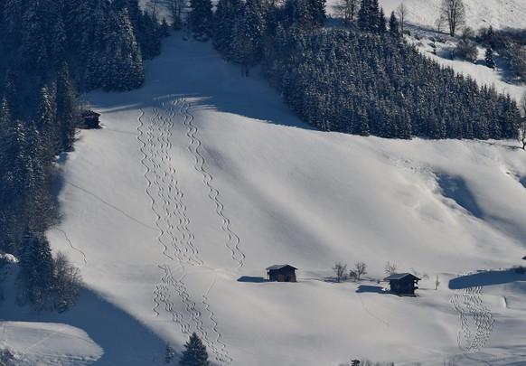 epa05730959 Freeski tracks in snow in Kitzbuehel, Austria, 19 January 2017.  EPA/ANGELIKA WARMUTH