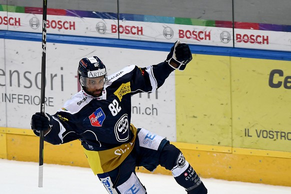 Ambri's player Michael Ngoy celebrates the 1 - 0 goal, during the preliminary round game of National League Swiss Championship 2018/19 between HC Ambri Piotta and EV Zug, at the ice stadium Valascia in Ambri, Switzerland, Friday,  February 01, 2019. (KEYSTONE/Ti-Press/Samuel Golay)