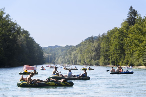 People enjoy the sun on the Aare River between Thun and Bern, Switzerland, this Sunday, July 1, 2018. (KEYSTONE/Anthony Anex)