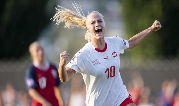 Sportler, Musiker, Politiker und Moderatoren – diese Schweizer Promis haben sich piksen lassen: Nicht nur Frauen-Nati-Spielerin Alisha Lehmann ist gegen Corona geimpft, ...