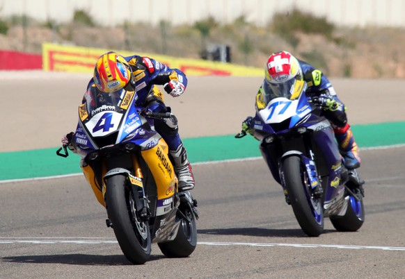 epa09220093 South African Supersports rider Steven Odendaal (L) of the WorldSSP Yamaha Team and Swiss rider Dominique Aegerter (R) of the Ten Kate Racing Yamaha team in action during the Aragon Round race of the FIM Superbike World Championship at Motorland Alcaniz circuit in Alcaniz, northeastern Spain, 22 May 2021.  EPA/Javier Cebollada