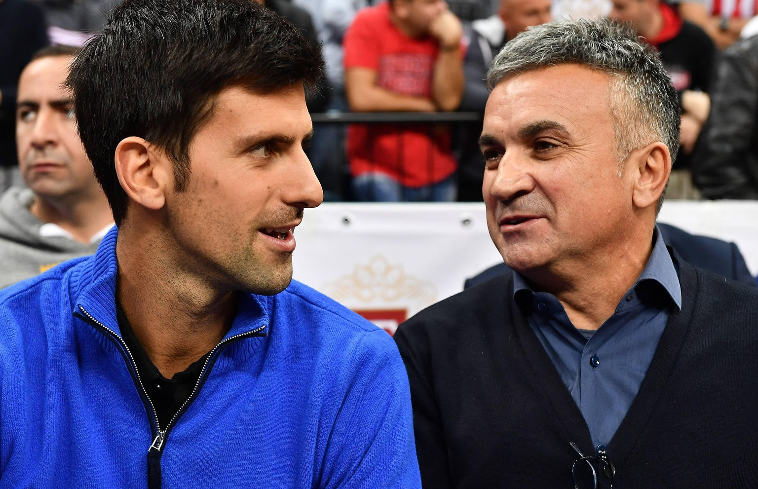 Euroleague, Crvena zvezda MTS Belgrade - CSKA Moscow 15.11.2017., Belgrade, Serbia - Turkish Airlines Euroleague, round 7, Red Star MTS Belgrade - CSKA Moscow. Novak Djokovic with his father Srdjan. PUBLICATIONxINxGERxSUIxAUTxHUNxONLY SrdjanxIlic/PIXSELL