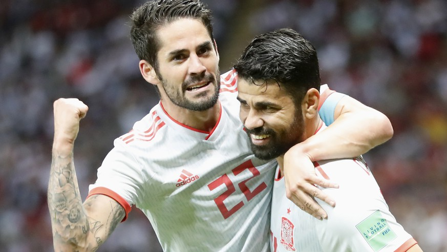 epaselect epa06825582 Diego Costa (R) of Spain celebrates with teammate Isco after scoring the opening goal during the FIFA World Cup 2018 group B preliminary round soccer match between Iran and Spain in Kazan, Russia, 20 June 2018.
