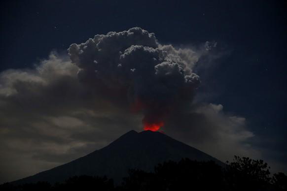 Wegen Vulkanasche: Flughafen von Bali geschlossen - Reisende gestrandet