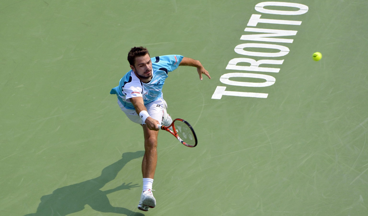 epa04344556 Swiss Stanislas Wawrinka returns the ball to South Africa's Kevin Anderson during their third round match at the Rogers Cup mens tennis tournament in Toronto, Canada, 07 August 2014.  EPA/WARREN TODA