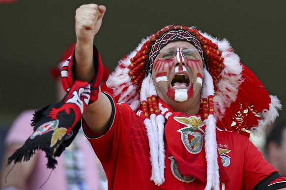 epa04753582 A Benfica fan cheers on his team prior to the Portuguese First League soccer match between Guimaraes and Benfica at D. Afonso Henriques stadium in Guimaraes, Portugal, 17 May 2015.  EPA/JOSE COELHO