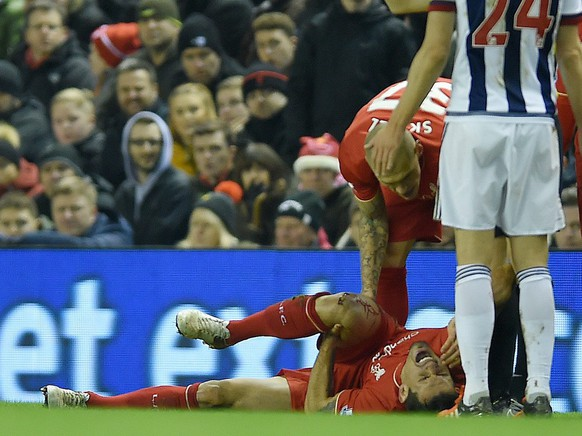 epa05068019 Liverpool's Dejan Lovren (C) holds onto his knee after picking up an injury during the English Premier League soccer match between Liverpool and West Bromwich Albion held at Anfield, Liverpool, Britain, 13 December 2015.  EPA/PETER POWELL EDITORIAL USE ONLY. No use with unauthorized audio, video, data, fixture lists, club/league logos or 'live' services. Online in-match use limited to 75 images, no video emulation. No use in betting, games or single club/league/player publications