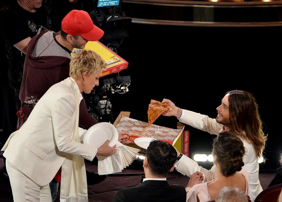 HOLLYWOOD, CA - MARCH 02:  Host Ellen DeGeneres (L) and actor Jared Leto onstage during the Oscars at the Dolby Theatre on March 2, 2014 in Hollywood, California.  (Photo by Kevin Winter/Getty Images)