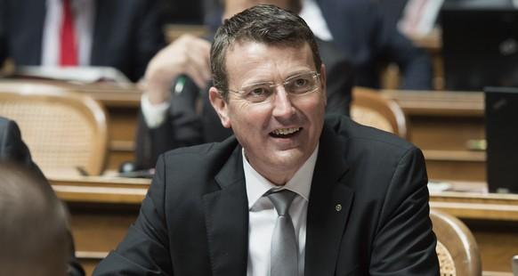 Thomas Burgherr (SVP/AG) waehrend der Beratungen zum neuen Militaergesetz am Mittwoch, 2. Dezember 2015 im Nationalratssaal in Bern. (KEYSTONE/Lukas Lehmann)