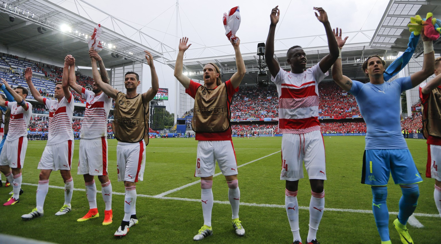 Switzerland team celebrates after the Euro 2016 Group A soccer match between Albania and Switzerland, at the Bollaert stadium in Lens, France, Saturday, June 11, 2016. Switzerland won 1-0. (AP Photo/Frank Augstein)