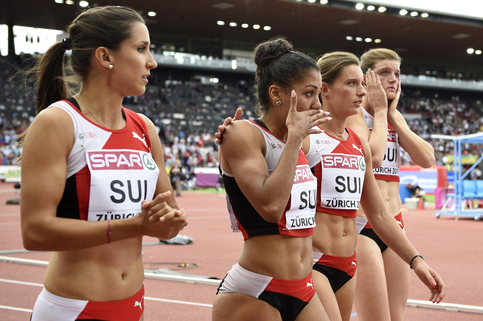 Switzerland's Marisa Lavanchy, Mujinga Kambundji, Ellen Sprunger and Lea Sprunger, from left to right, react after Kambundji lost the baton at the start of the women's 4x100m relay final, at the sixth day of the European Athletics Championships in the Letzigrund Stadium in Zurich, Switzerland, Sunday, August 17, 2014. (KEYSTONE/Ennio Leanza)